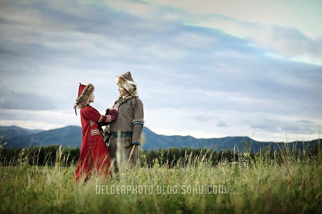 谁有蒙古女孩子蒙服装的照片