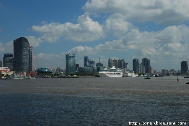 上海的乡村与城市,蓝天白云是其共有