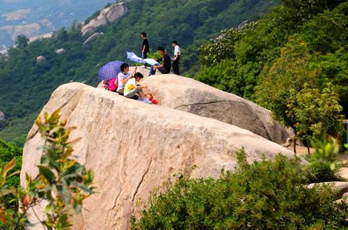 凤凰山风景区:       深圳凤凰山风景旅游名胜区坐落在宝安区福永