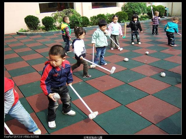 和孩子们一起制作体育玩具