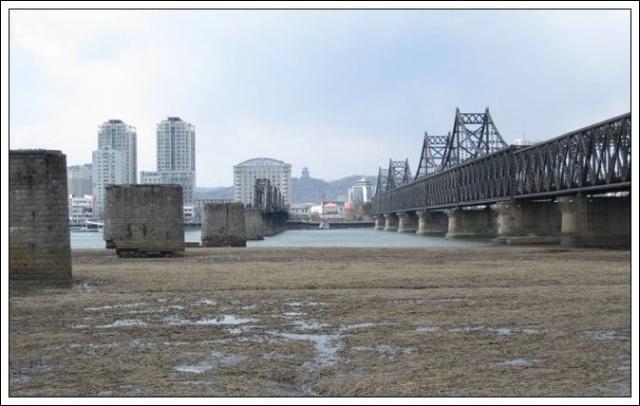 站在朝鲜拍中国丹东攻略谭家沟图片