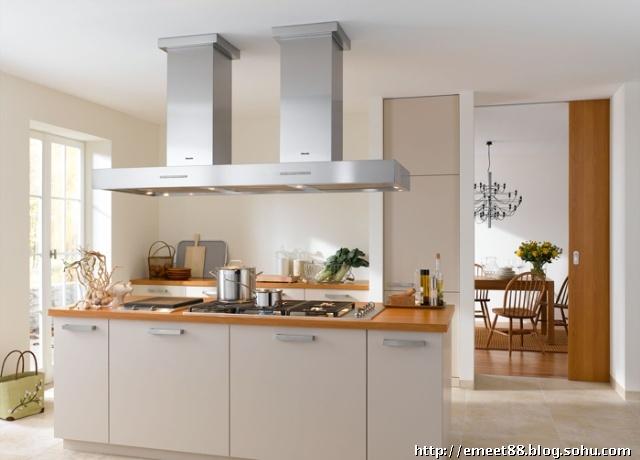 如果将岛柜与餐桌,岛柜与吧台进行联体设计,你厨房和餐厅的利用率就更