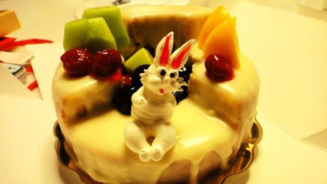 晚餐,不管多晚,都要吃的好,生日蛋糕也是必然,只是很奇怪为啥蛋糕