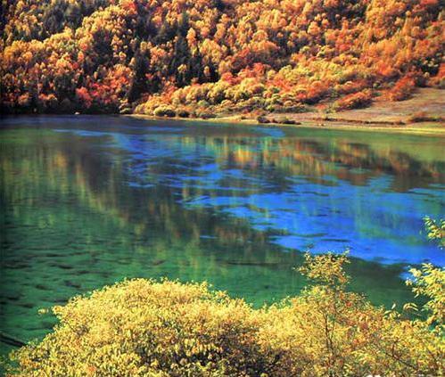 """是湖南省著名的风景名胜区,有""""中国最美丽的小城""""之誉."""
